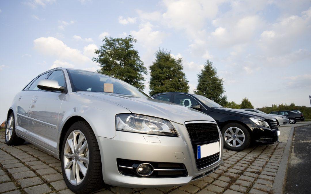 Auto verkopen aan dealer of autobedrijf.